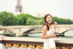 How to pick up a French woman in Paris?